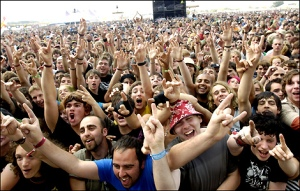 reading_06_mainstage_crowd__470x300