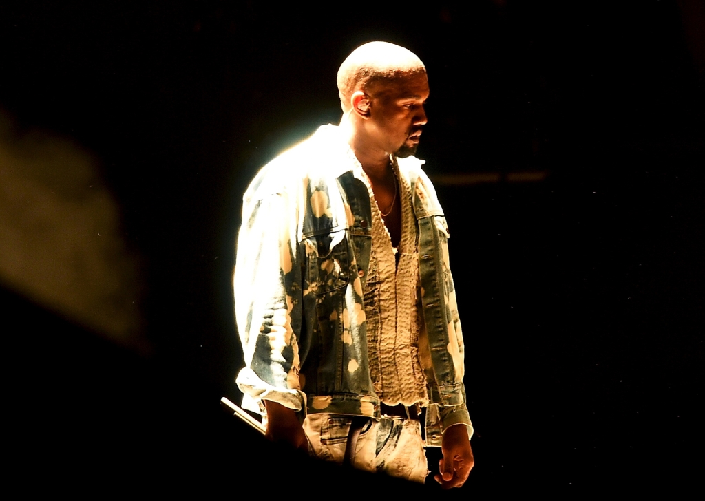 glastonbury-2015-kayne-west-performing