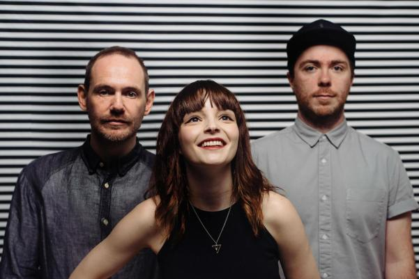 chvrches-mike-massaro-diy-2015-05 (1)